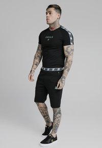 SIKSILK - Basic T-shirt - black - 3