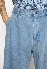 Obey Clothing - FUBAR PLEATED BULL - Straight leg jeans - light indigo - 5