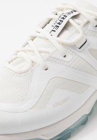 Merrell - MQM FLEX 2 GTX - Obuwie hikingowe - white - 5