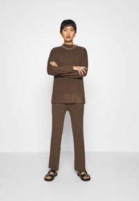 Lounge Nine - CELESTINA PANTS - Bukse - chocolate chip - 1