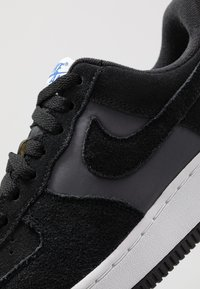 Nike Sportswear - AIR FORCE 1 '07 1FA19 - Tenisky - black/game royal/white/sail - 5