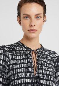 MAX&Co. - DIONISO - Korte jurk - black pattern - 4