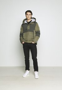 Nike Sportswear - Chaqueta de invierno - medium olive/black - 1