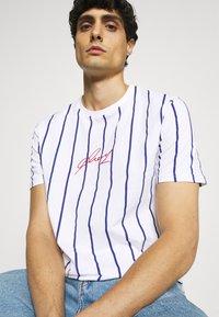 Pier One - T-shirt med print - white - 4