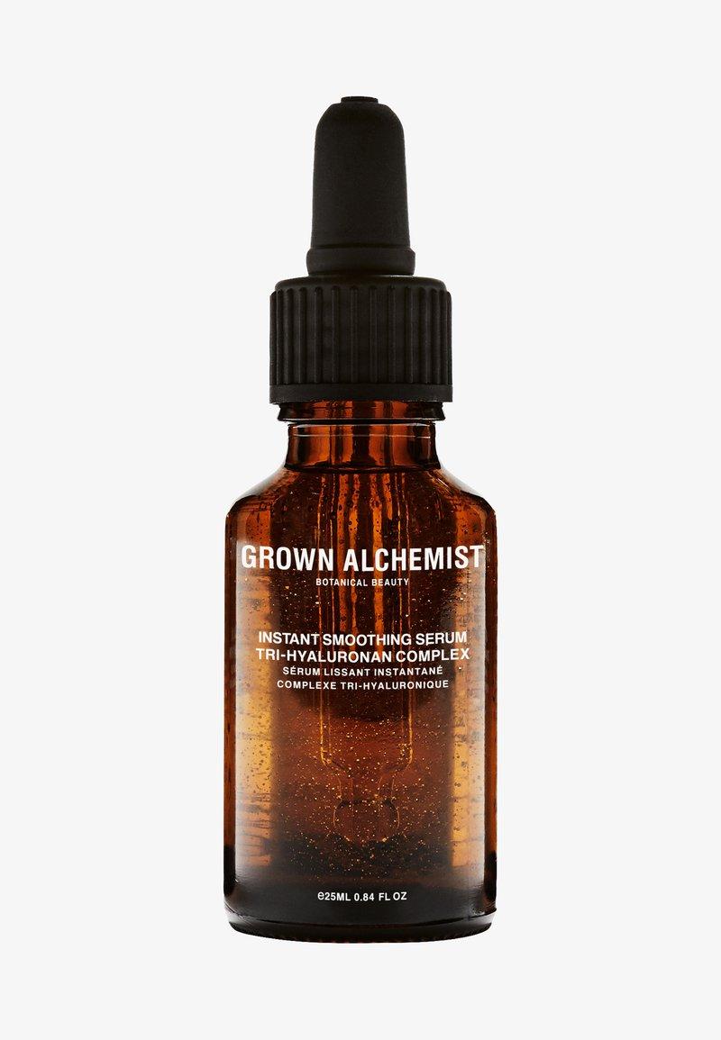 Grown Alchemist - INSTANT SMOOTHING SERUM TRI-HYALURONAN COMPLEX - Serum - -