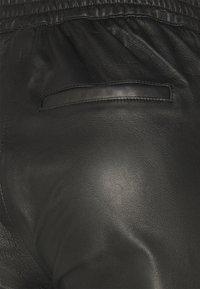 Object Petite - OBJVIOLA - Leather trousers - black - 3