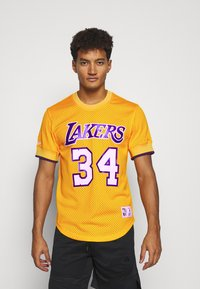 Mitchell & Ness - NBA LOS ANGELES LAKERS SHAQUILLE O'NEAL NAME NUMBER - Article de supporter - gold - 0