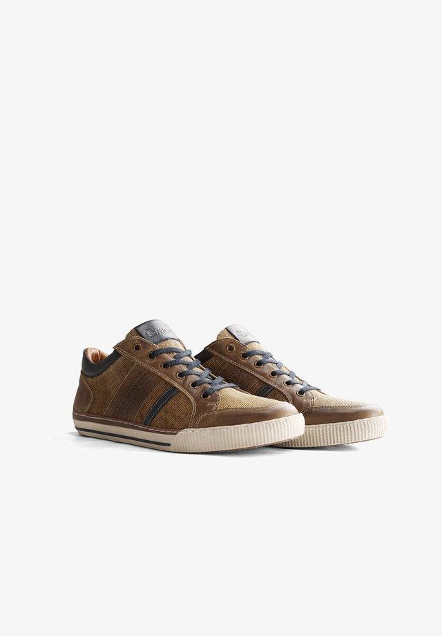 W.BUCKLAND - Sneakers laag - cognac