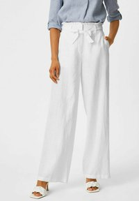 C&A - Spodnie materiałowe - white - 0