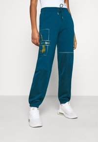 Nike Sportswear - PANT - Tracksuit bottoms - valerian blue/deep ocean/metallic gold - 0