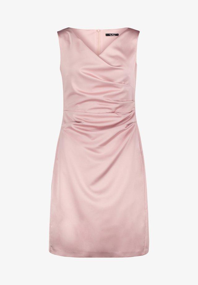 MIT RAFFUNG - Shift dress - foggy rose