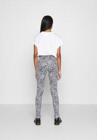 Noisy May - NMKERRY ANILLA   - Leggings - Trousers - bright white/black - 2