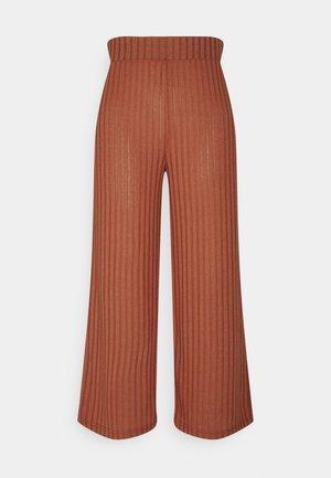 SIMONI  - Spodnie materiałowe - etruscan red