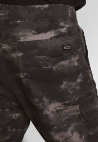 INDICODE JEANS - LAKELAND - Pantaloni cargo - grey - 3