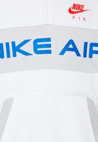 Nike Sportswear - Sweatshirt - summit white/grey fog/signal blue/infrared - 2