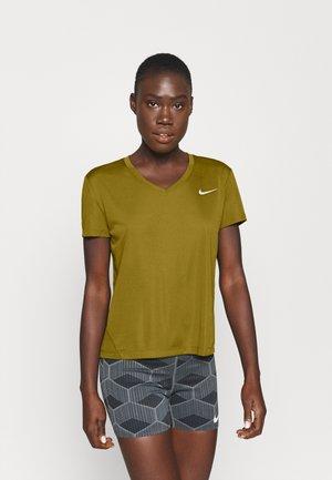 MILER V NECK - Print T-shirt - olive flak/reflective silver