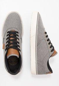 Etnies - BLITZ - Skateskor - grey/brown - 1