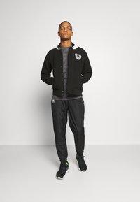 Fanatics - NFL OAKLAND RAIDERS TRUE CLASSICS LETTERMAN JACKET - Klubové oblečení - black - 1