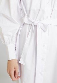 Nly by Nelly - FEMME OVERSIZE SHIRT DRESS - Shirt dress - white - 6