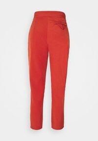 Missguided Petite - TAILORED CIGARETTE TROUSER - Trousers - orange - 6