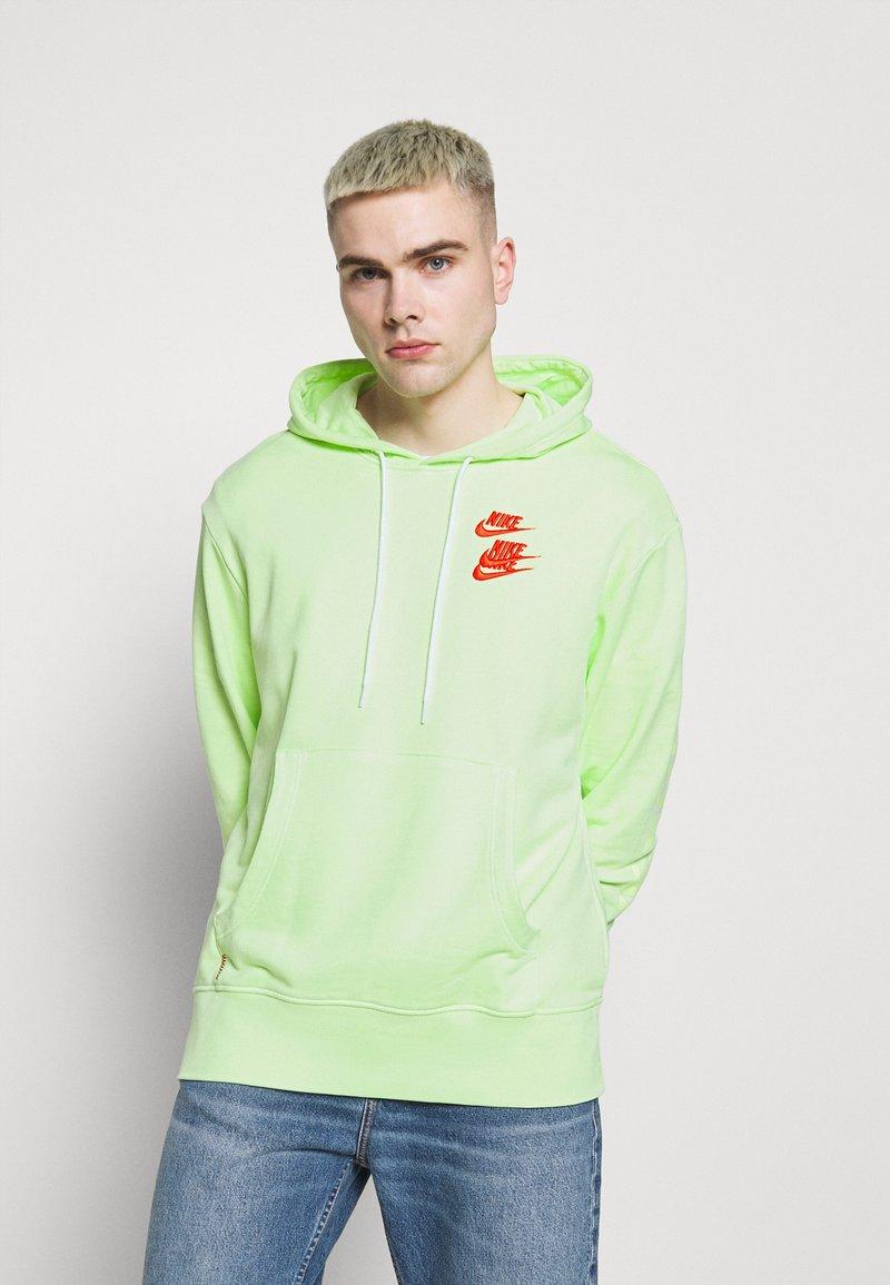 Nike Sportswear - HOODIE - Luvtröja - liquid lime