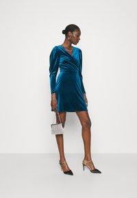 Closet - CLOSET WRAP FRONT PUFF SHOULDER DRESS - Day dress - teal - 1