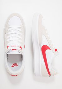Nike SB - ADVERSARY UNISEX - Skateboardové boty - white/university red - 1