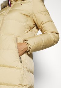 Tommy Hilfiger - BAFFLE COAT - Down coat - yellow stone - 7