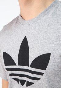 adidas Originals - ORIGINAL TREFOIL - T-shirt med print - grey - 3
