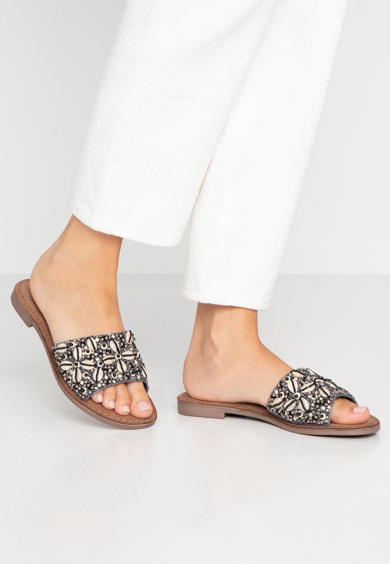 Lazamani - Pantolette flach - grey