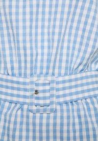 Vila - VIGRIMDA BELT - Print T-shirt - blue/white - 2