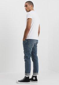 Wrangler - TEE 2 PACK - Basic T-shirt - navy - 3