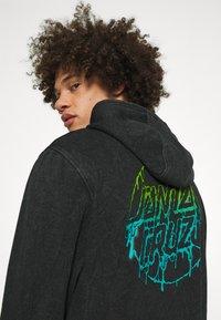 Santa Cruz - EXCLUSIVE TOXIC DOT HOODIE UNISEX - Sweatshirt - black - 3