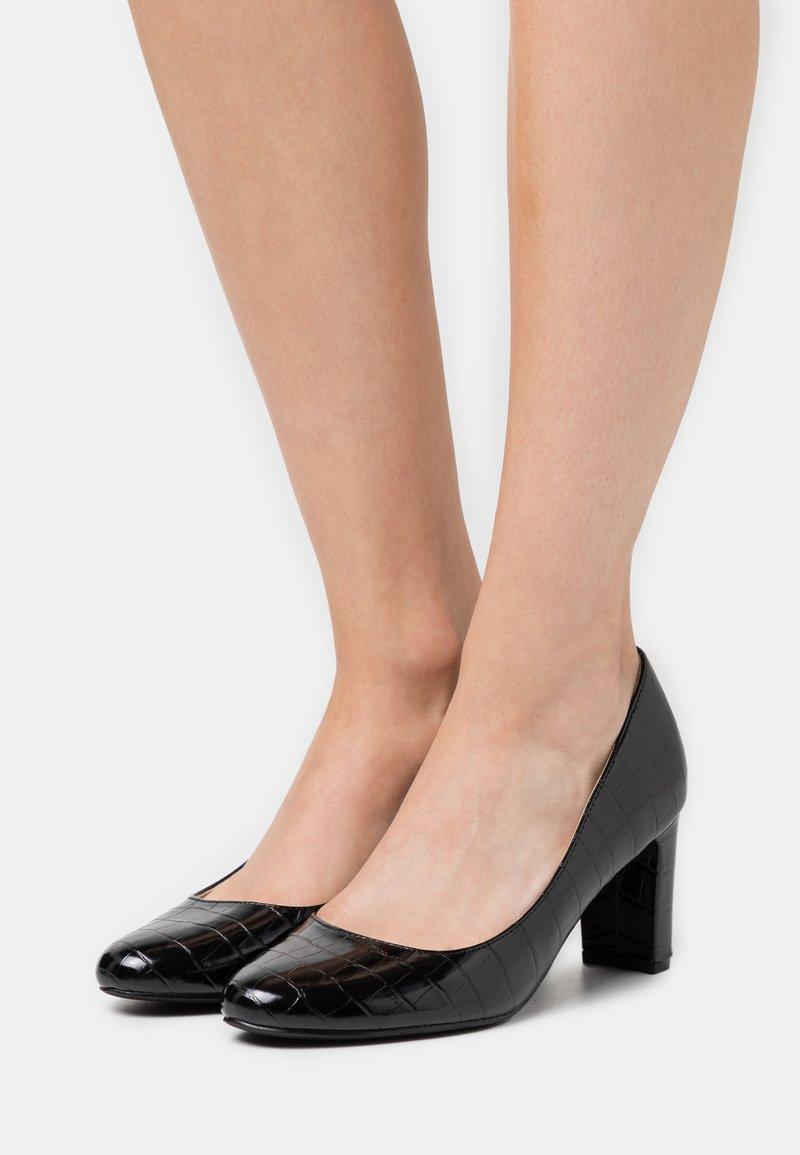 Dorothy Perkins - DENVER ALMOND TOE COURT - Classic heels - black
