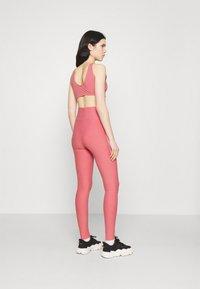 adidas Originals - TIGHTS - Leggings - Trousers - hazy rose/white - 2