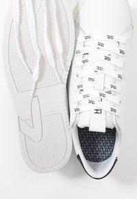 HUB - HOOK BRANDED - Sneakers - white/black dust - 7