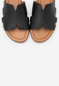 s.Oliver - SLIDES - Pantofle - black - 5