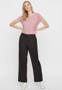 Vero Moda - VMAVA PLAIN - Basic T-shirt - pink - 1