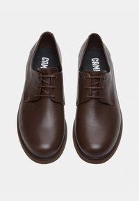 Camper - Zapatos con cordones - braun - 2