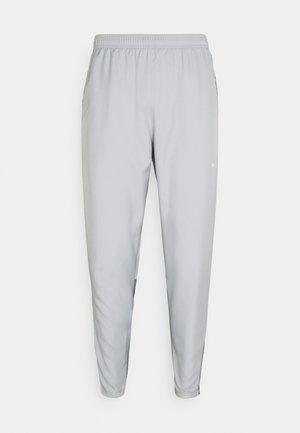 ESSENTIAL PANT - Träningsbyxor - light smoke grey/smoke grey/silver