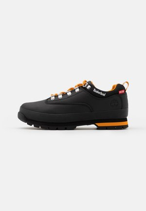 EURO HIKER - Sneakersy niskie - black