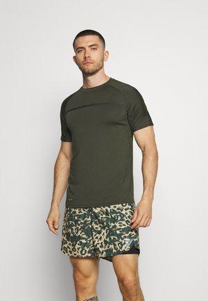 SERZO TEE - T-shirt z nadrukiem - rosin