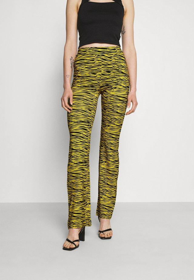 TIGER FLARED PANTS - Pantalon classique - bamboo