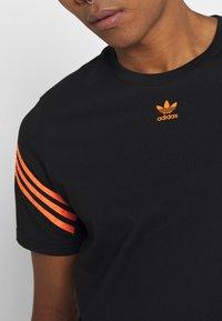 adidas Originals - TEE UNISEX - T-shirt con stampa - black - 4