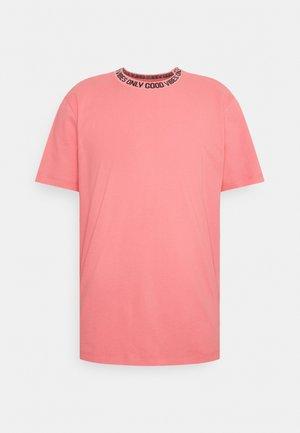 I LIKE TURTLES - Print T-shirt - salmond rose