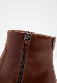 Unisa - BRAS - Ankle boots - moka - 2