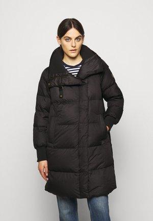 MATTE FINISH COAT  - Kabát zprachového peří - black