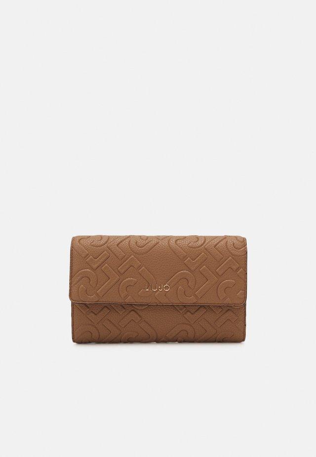 BIFOLD - Wallet - indian tan