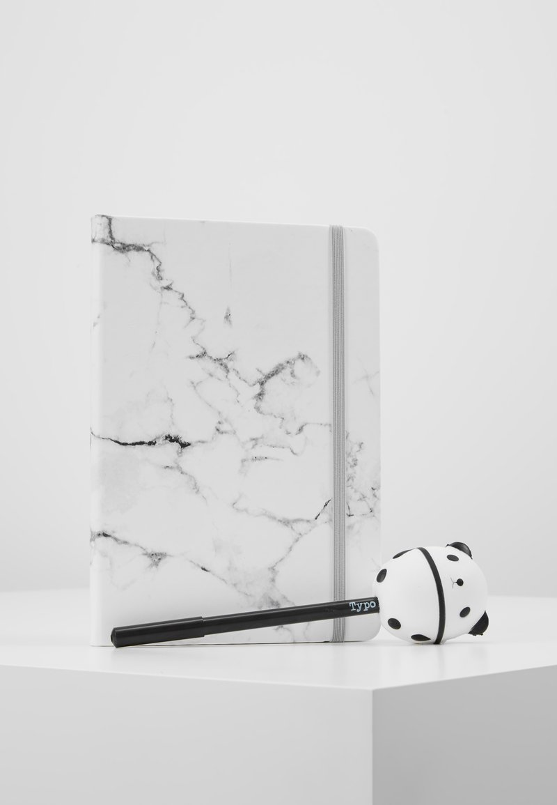 TYPO - JOURNAL NOVELTY JOURNAL SLOTH PEN SET - Jiné - marble with grey elastic