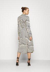 Moss Copenhagen - AVIANNA RAYE SHIRT DRESS - Denní šaty - beige/black - 2